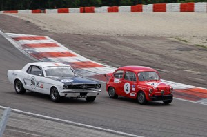 nkhtgt-ford-mustang-vs-abarth-500