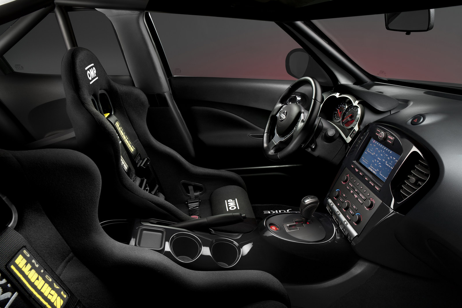 nissan juke r le suv coeur de gtr plan te. Black Bedroom Furniture Sets. Home Design Ideas