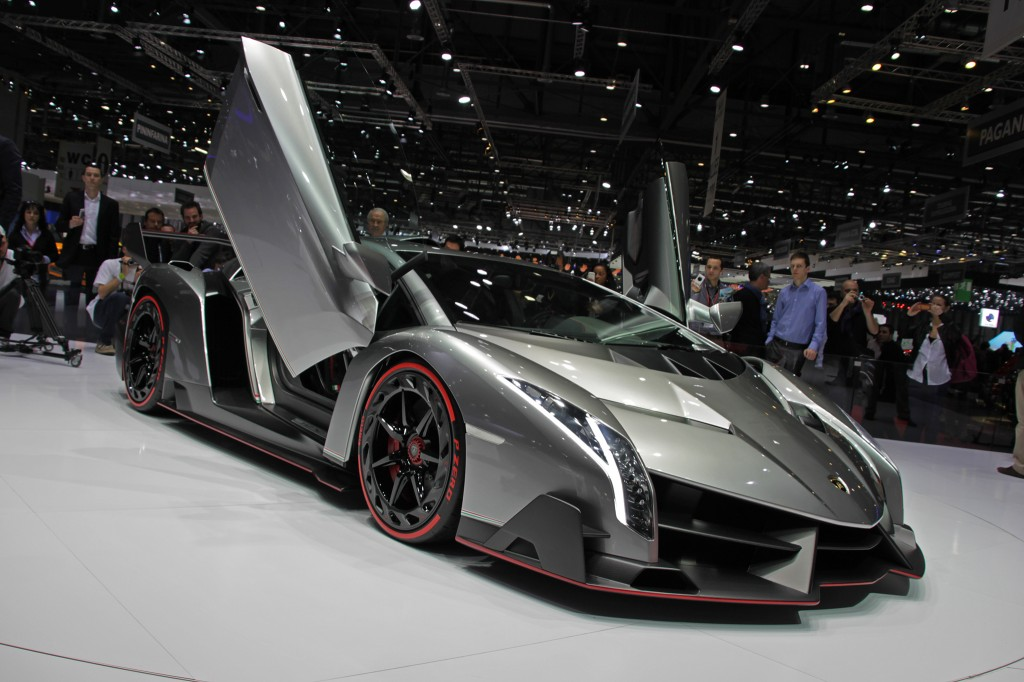 vid o la lamborghini veneno sur circuit plan te. Black Bedroom Furniture Sets. Home Design Ideas