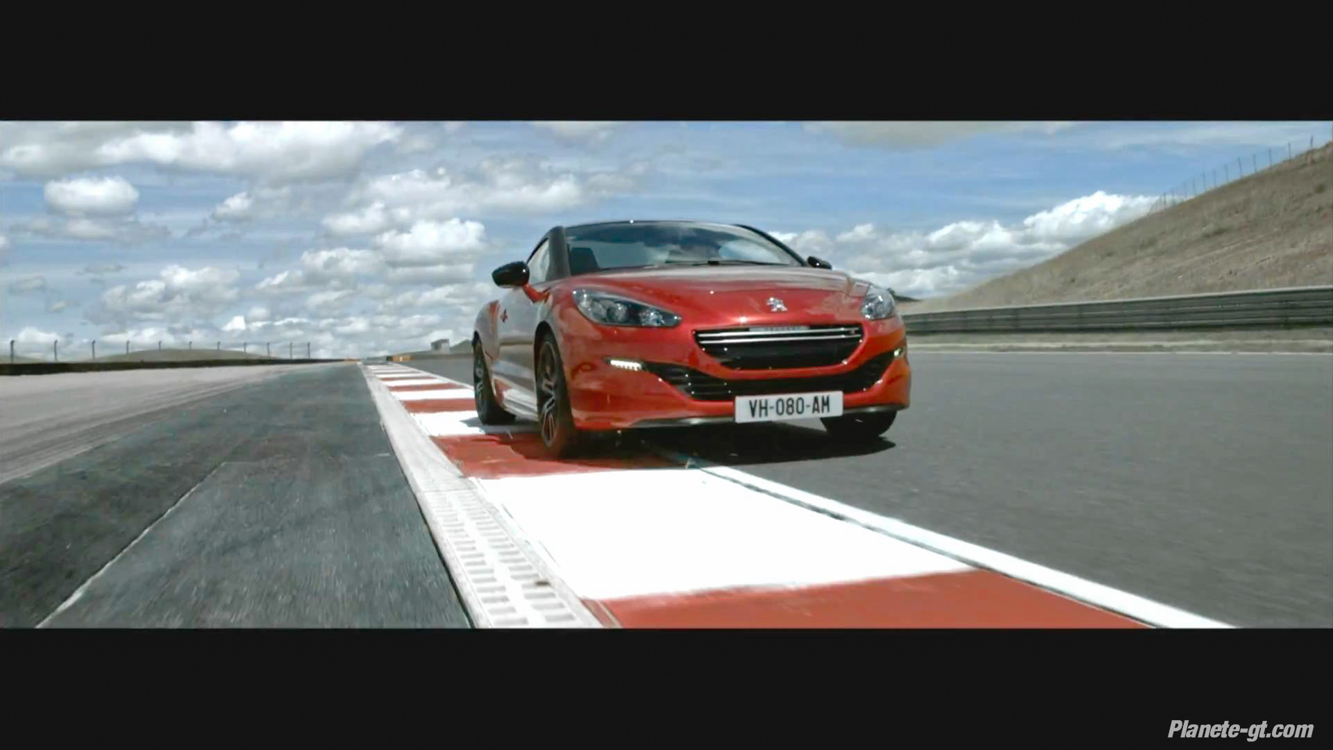 peugeot rcz r la premi re vid o est l plan te. Black Bedroom Furniture Sets. Home Design Ideas