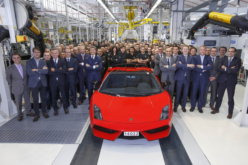 2-last-gallardo-and-assembly-line-lamborghini-team-1