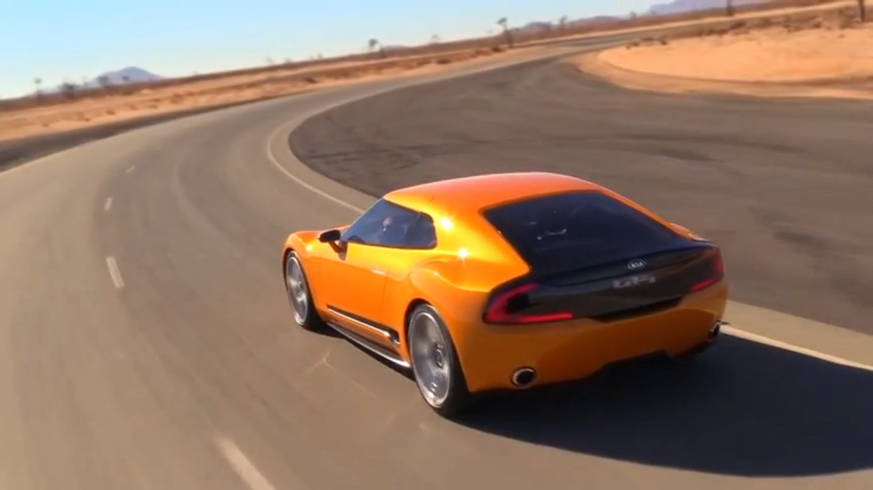 video-kia-gt4-stinger-detroit-2014
