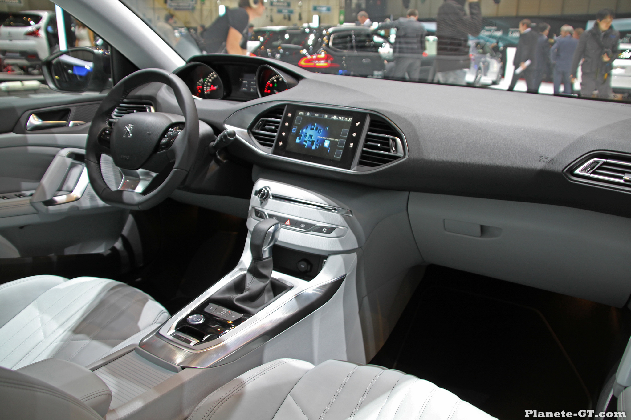 Geneve 2014 peugeot 308 sw interieur 03 plan te for Peugeot 308 r interieur