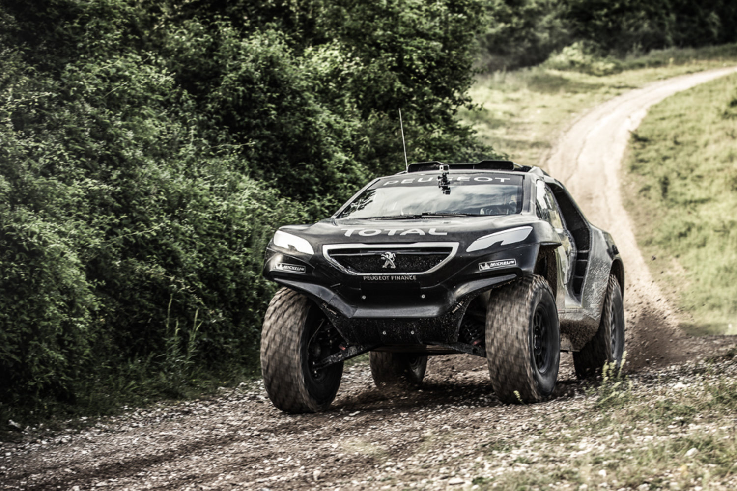 peugeot 2008 dkr premi re vid o en action et les caract ristiques techniques plan te. Black Bedroom Furniture Sets. Home Design Ideas
