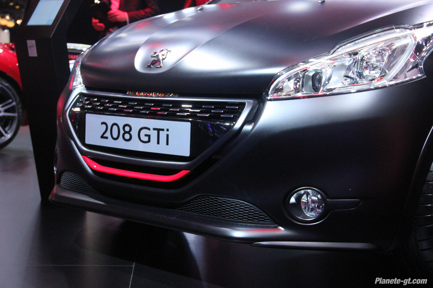 pr sentation vid o peugeot 208 gti 30th au mondial auto plan te. Black Bedroom Furniture Sets. Home Design Ideas