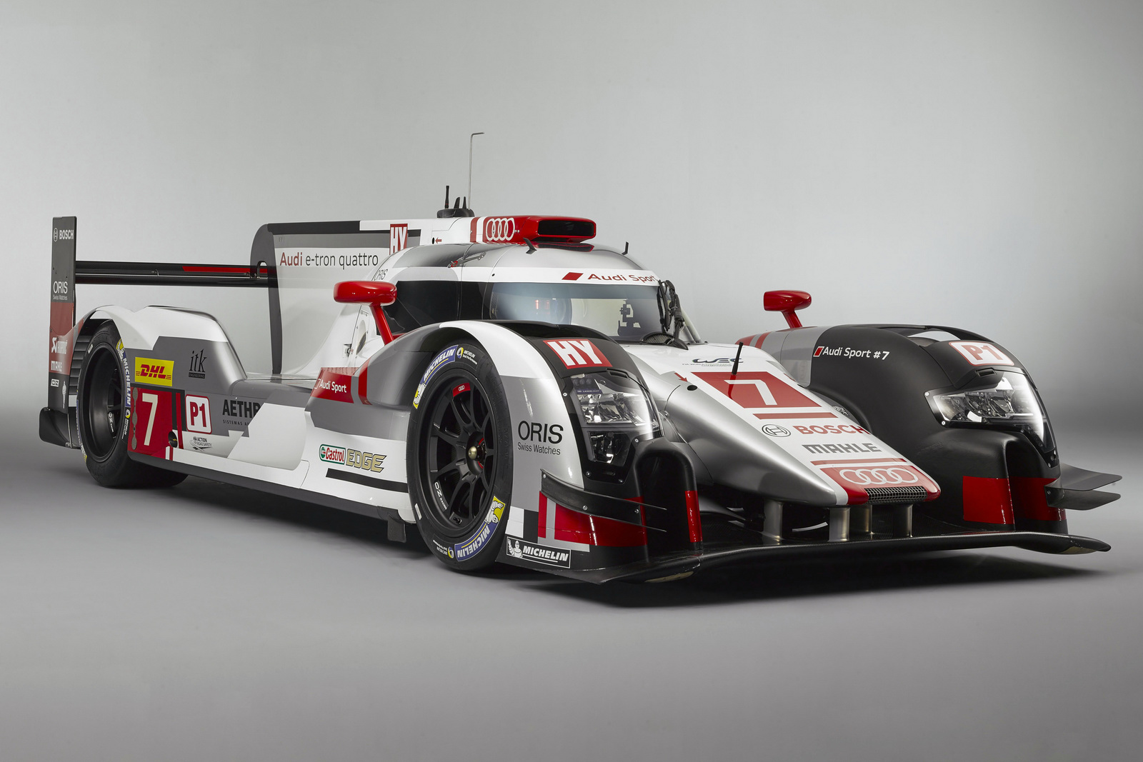 audi r18 e tron quattro pr te pour les 24h du mans 2015. Black Bedroom Furniture Sets. Home Design Ideas