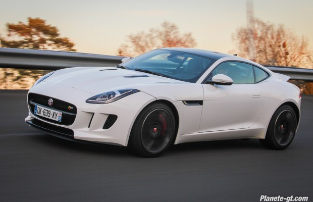 essai-video-jaguar-f-type-awd-v6-v8-coupe