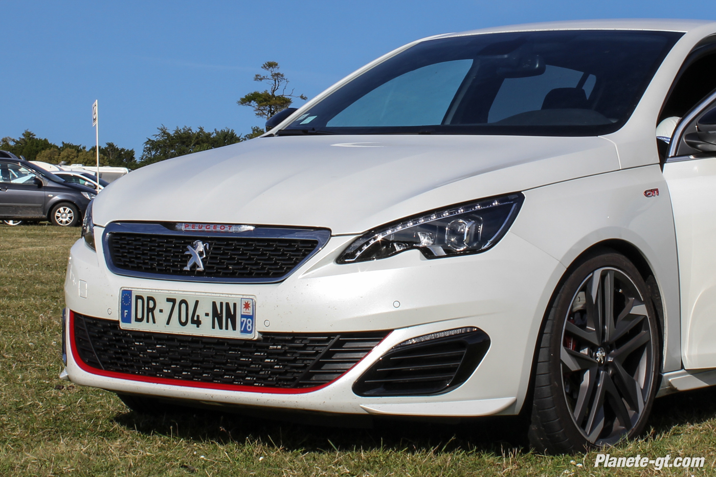 peugeot 308 gti la version blanc nacr e de sortie plan te. Black Bedroom Furniture Sets. Home Design Ideas