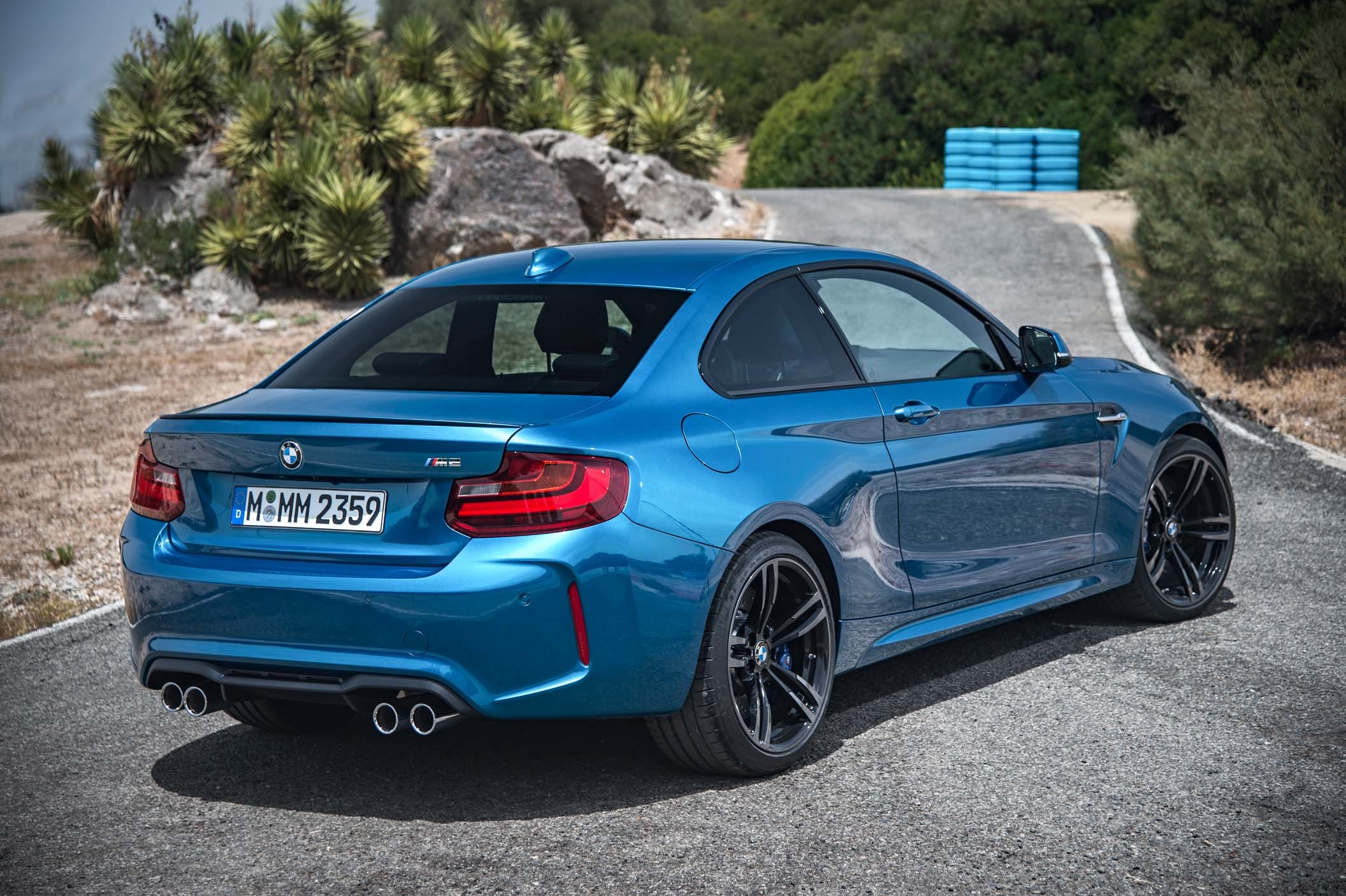 bmw m2 coup vid o et photos officielles plan te. Black Bedroom Furniture Sets. Home Design Ideas