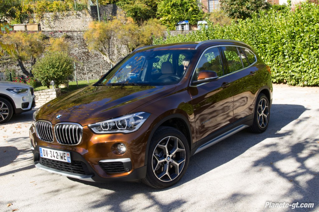 essai video nouveau bmw x1 xdrive 20d 25i 33 plan te. Black Bedroom Furniture Sets. Home Design Ideas