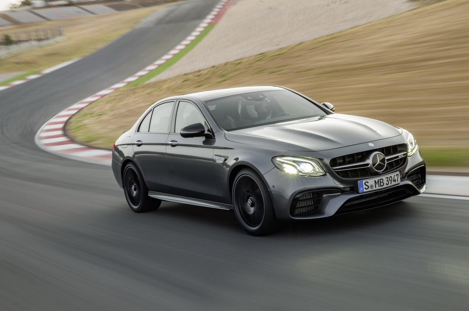 Mercedes e63 amg s et son mode drift plan te for Mercedes benz e63 s amg