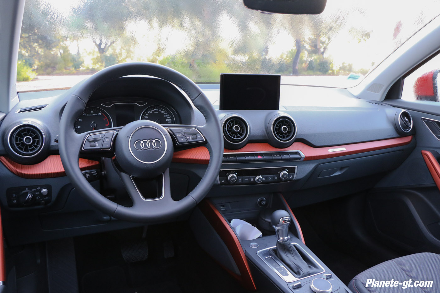 essai video audi q2 interieur virtual cockpit 14 plan te. Black Bedroom Furniture Sets. Home Design Ideas